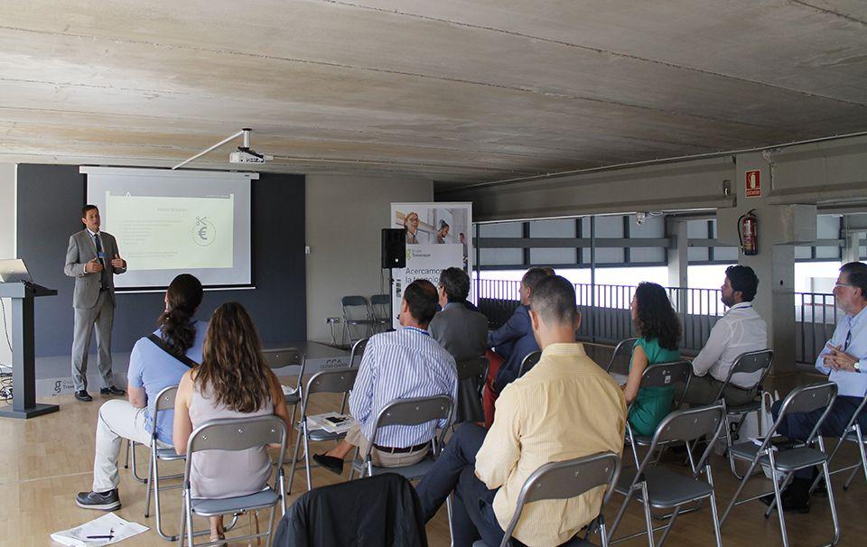 Presentación de Rafael Comino ante representantes de ocho empresas malagueñas