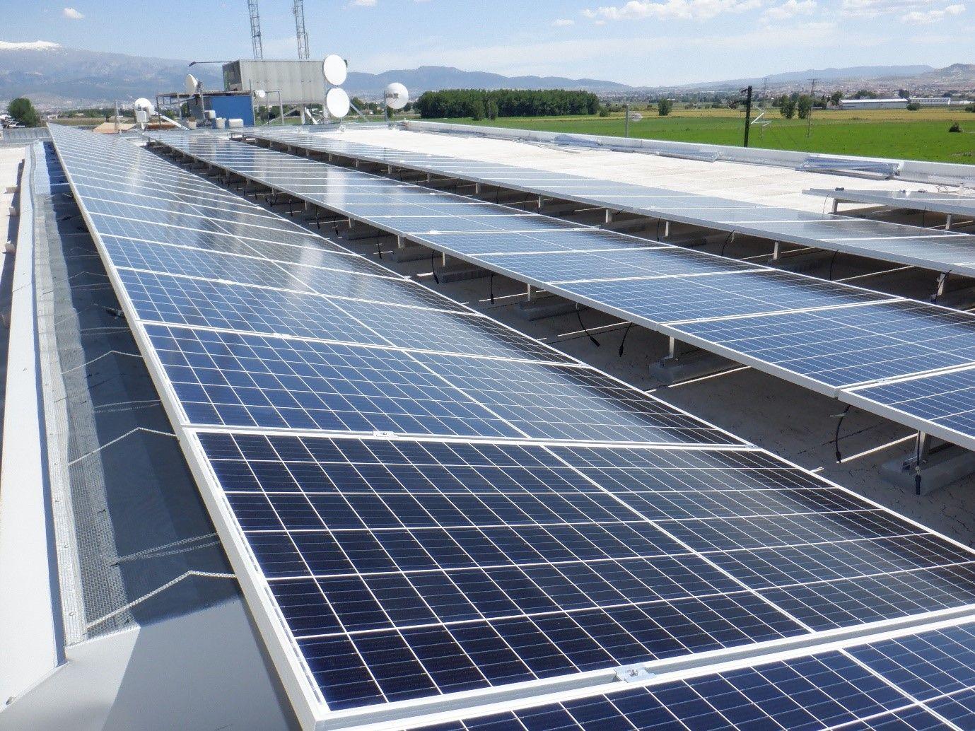 Instalación de placas solares en Cloud Center Andalucía